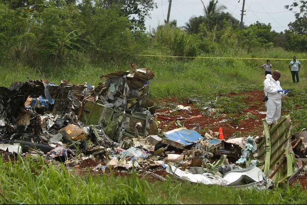 Des débris de l'avion à Cuba.