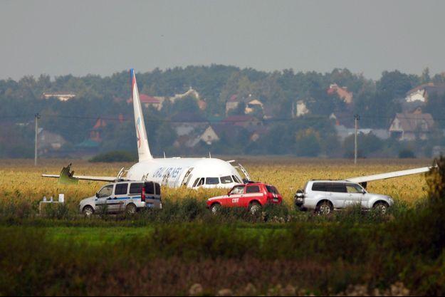 L'Airbus A321 qui s'est écrasé dans un champ près de l'aéroport de Joukovski, dans la banlieue de Moscou.