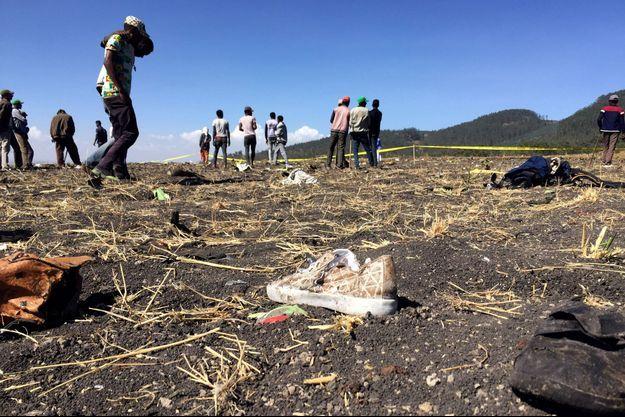 Des débris de l'avion près de la ville de Bishoftu, en Éthiopie.