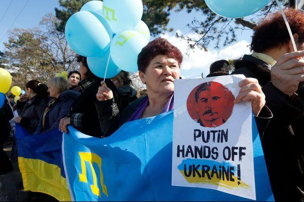 A Bakhtchyssaraï, en Crimée, les habitants ont manifesté mercredi contre le rattachement à la Russie.