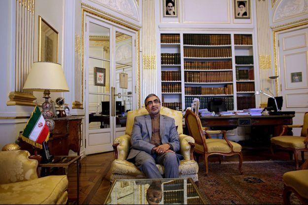 Portrait de l'ambassadeur iranien, Ali Ahani, dans ses bureaux à l'ambassade d'Iran à Paris, le 2 juillet 2015.