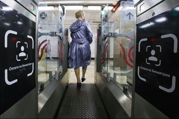 Dans le métro de Moscou.