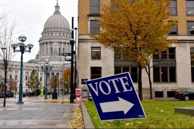 Malgré le confinement, les électeurs du Wisconsin sont appelés aux urnes.