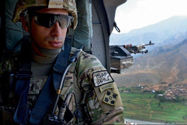 Le lieutenant Groberg de la 4e division d'infanterie survole la province de Kunar le 16 juillet 2012. Trois semaines plus tard, il fait face à des terroristes.
