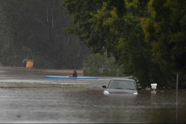Une rue inondée de Pitt Town.