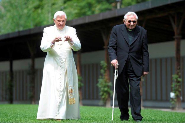 Le pape émérite Benoît XVI et son frère Georg Ratzinger, en 2008.