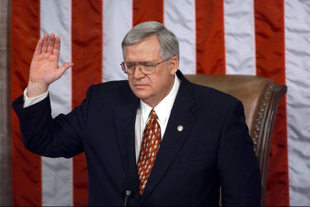 Le 6 janvier 1999, Dennis Hastert devient le président de la chambre des représentants du 106ème Congrès des Etats-Unis.