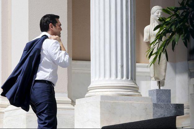 Tsipras arrive à la Maximos Mansion, à Athènes, le 13 juillet 2015.