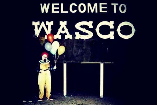 Le comité d'accueil du clown de Wasco.