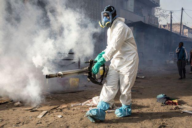Séance de désinfection le 22 mars 2020, au Sénégal
