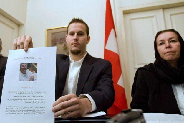 En décembre 2007, Daniel et Christine Levinson, le fils et l'épouse de Robert Levinson, s'étaient rendus en Iran.
