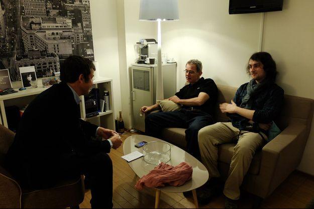 Notre journaliste Régis Le Sommier s'entretient avec les deux otages libérés, Didier François et Edouard Elias.