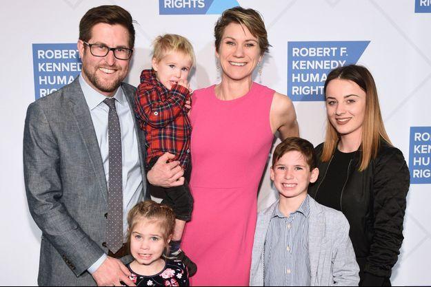 Maeve Kennedy McKean, en rose, et son fils Gideon, en gris, le 12 décembre dernier à New York.
