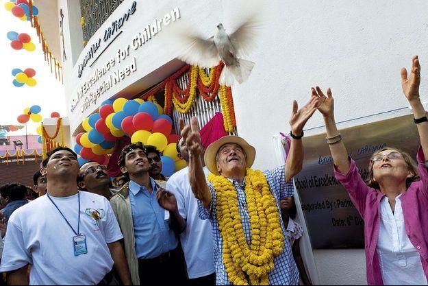 Le 7 décembre, c'est le départ sur l'hôpital flottant qui sillonne les bras du Gange, où les 54 îles Sundarbans ne figurent sur aucune carte.