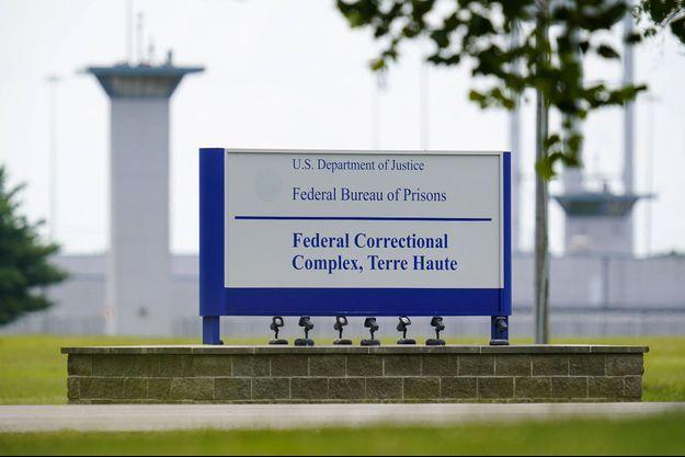 Devant le pénitencier fédéral de Terre-Haute, dans l'Indiana. C'est ici qu'ont été exécutés 13 détenus fédéraux ces derniers mois.