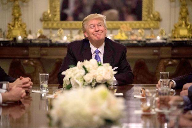 Donald Trump lundi lors d'une réunion à la Maison Blanche avec les responsables parlementaires.
