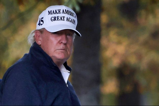 Donald Trump a joué au golf en Virginie samedi.