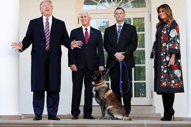 Donald Trump, Mike Pence et la Première dame Melania Trump et le chien Conan à la Maison blanche lundi.
