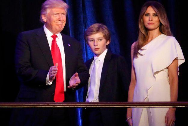 Mardi 8 novembre 2016, à l'hôtel Hilton, à New York. Donald Trump avec son épouse Melania et leur fils, Barron.