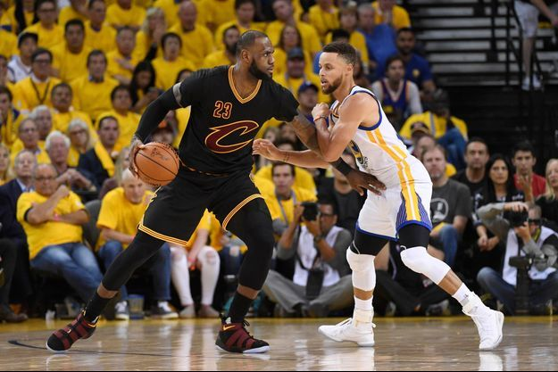LeBron James et Stephen Curry lors de la dernière finale NBA. (photo d'illustration)