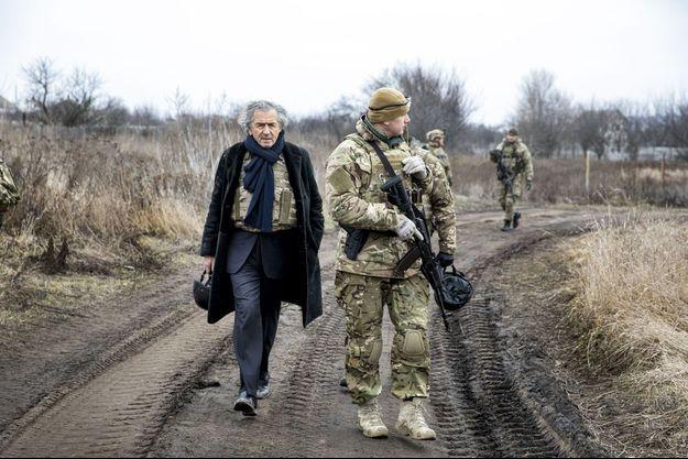 Près de Pisky, la ville en ruine, à portée de tirs de Donetsk.