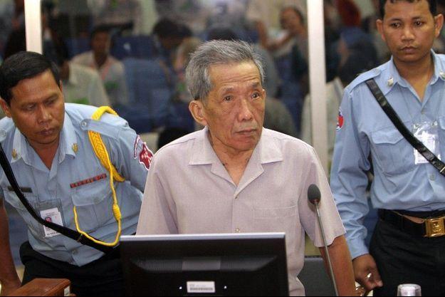 Douch, lors d'une audience pour son inculpation par le tribunal spécial, chargé de son procès, en décembre 2008.