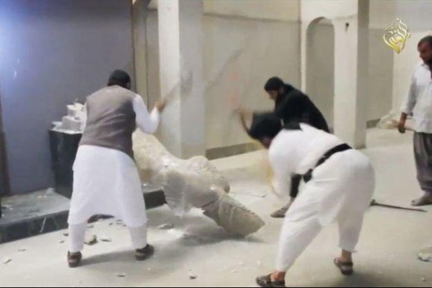 Les islamistes de Daech ont cassé systématiquement les statues du musée de Mossoul.