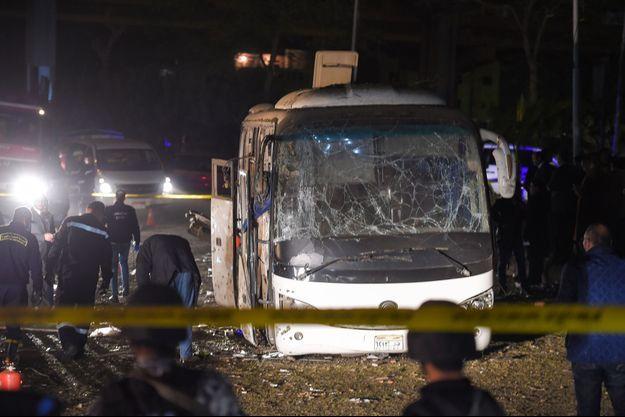 L'explosion d'une bombe au passage d'un bus au Caire au fait au moins 2 morts.