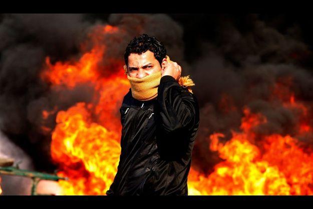 Jets de pierre contre cocktail molotov. La jeunesse égyptienne veut chasser Hosni Moubarak du pouvoir.