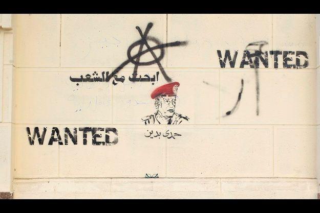 Les manifestants ont taggué un mur du siège du gouvernement, au Caire.