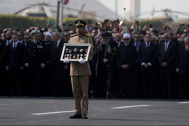 Photo prise lors de l'enterrement militaire de Hosni Moubarak.