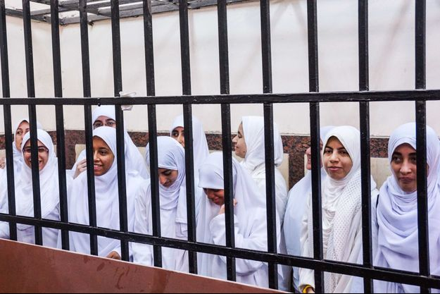 Les activistes pro-Morsi lors de l'audience, ce jeudi.