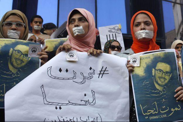 Une manifestation de soutien aux grévistes de la faim (dont Mohamed Soltan, en photo), le 25 août dernier au Caire.