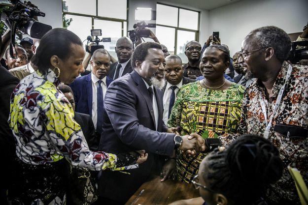 Le 30 décembre 2018, le président sortant Joseph Kabila vote à Kinshasa, capitale de la république démocratique du Congo