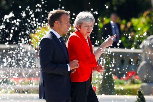 Emmanuel Macron et Theresa May à Salzbourg, en Autriche, jeudi.