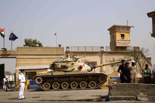 Devant la prison de Tora, au Caire, en 2015.