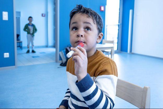 Un laboratoire autrichien a eu l'idée de développer une sucette qui permet de tester les enfants à la covid-19.
