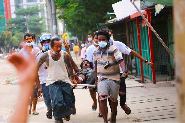 Manifestation à Rangoun, le 14 mars 2021.