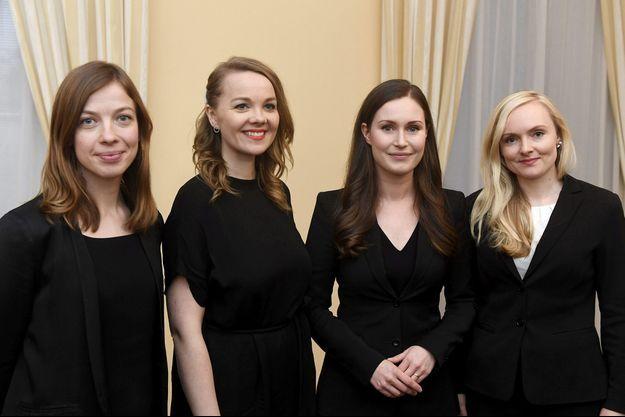 Quatre ministres de moins de 35 ans, de gauche à droite : la ministre de l'éducation Li Andersson, la ministre des Finances Katri Kulmuni, la Première ministre Sanna Marinet la ministre de l'Intérieur Maria Ohisalo.