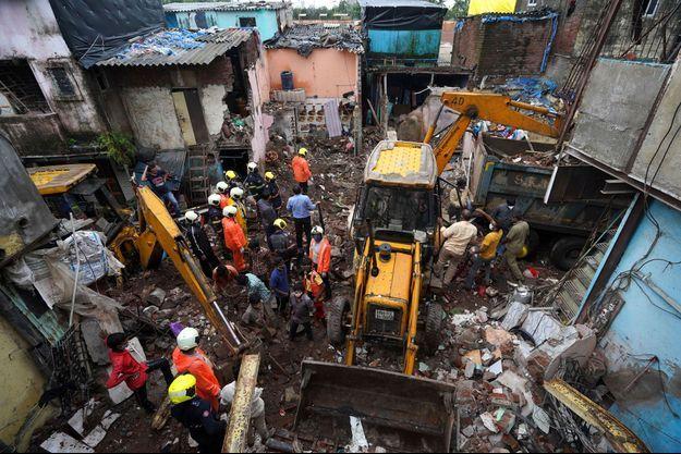 Au moins 12 personnes sont mortes dans l'effondrement d'un immeuble à Bombay, le 10 juin 2021.