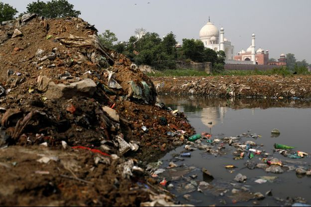 Pollution sur les bords de la rivière Yamuna.