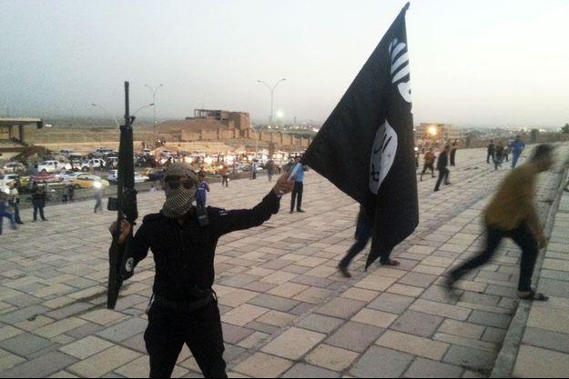 Un combattant de l'Etat islamique à Mossoul, le 23 juin.