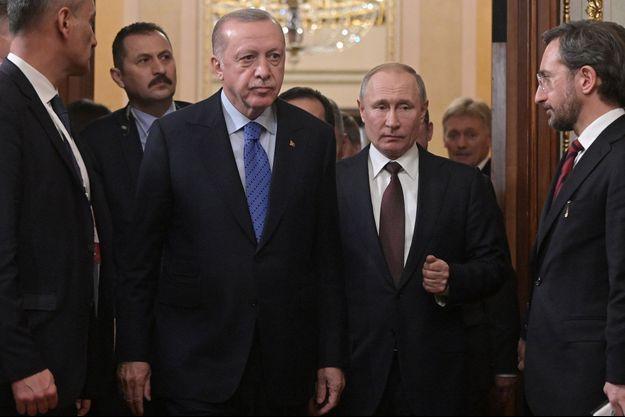 Le 5 mars 2020, le président Vladimir Poutine accueille son homologue turc Recip Erdogan à Moscou pour évoquer l'avenir de la Syrie et de la Libye