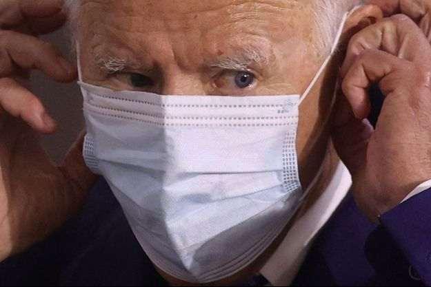 Joe Biden masqué