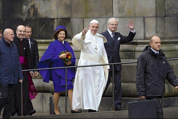 Le pape accueillii par les souverains suédois