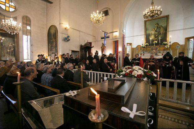 Funérailles d'un prêtre catholique et de son père tués le 11 novembre 2019 à Qamichli.