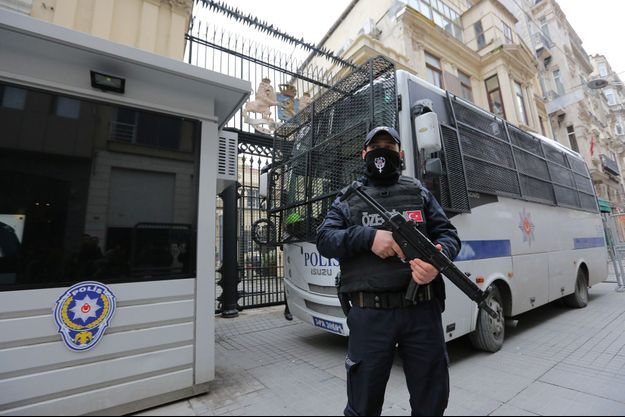 Policier turc à Istanbul, en mars 2017.
