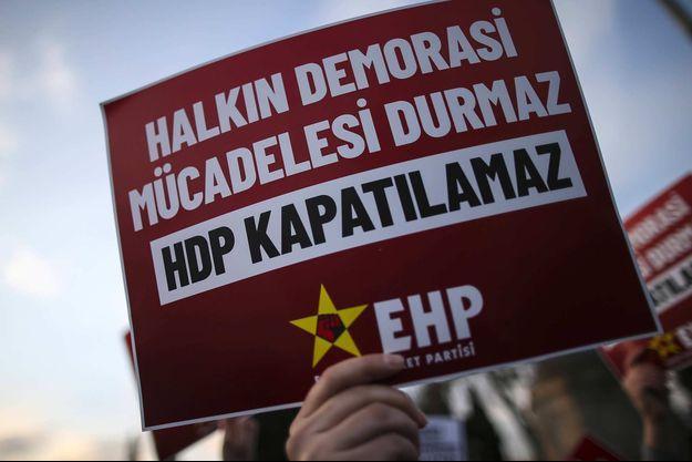 Manifestation de soutien au HDP à Istanbul, en mars 2021.