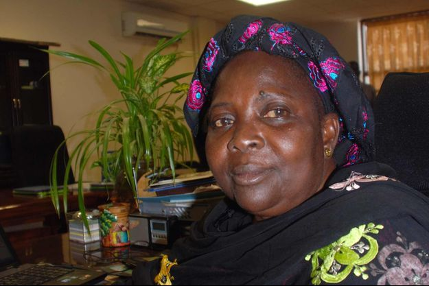 Madina Bocoum Daff est une Peulh d'ethnie Diawando, elle même excisée et infubulée, et qui lutte contre les mutilations génitales féminines depuis plus de 15 ans au sein de l'ONG Plan International.