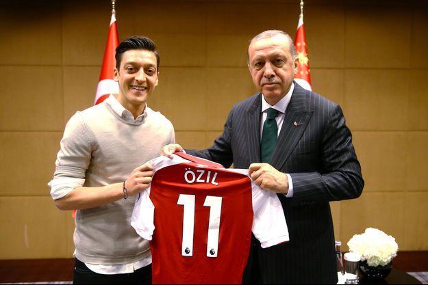 Recep Tayyip Erdogan et Mesut Özil.